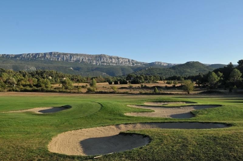 Golf-SainteBaume-bunker-montagne-NanslesPins