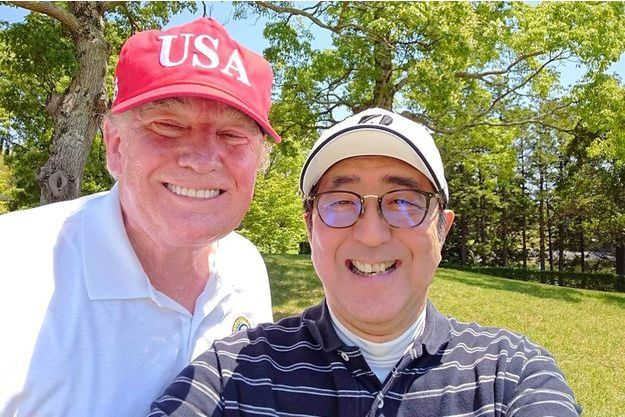Golf et selfie pour Donald Trump et Shinzo Abe