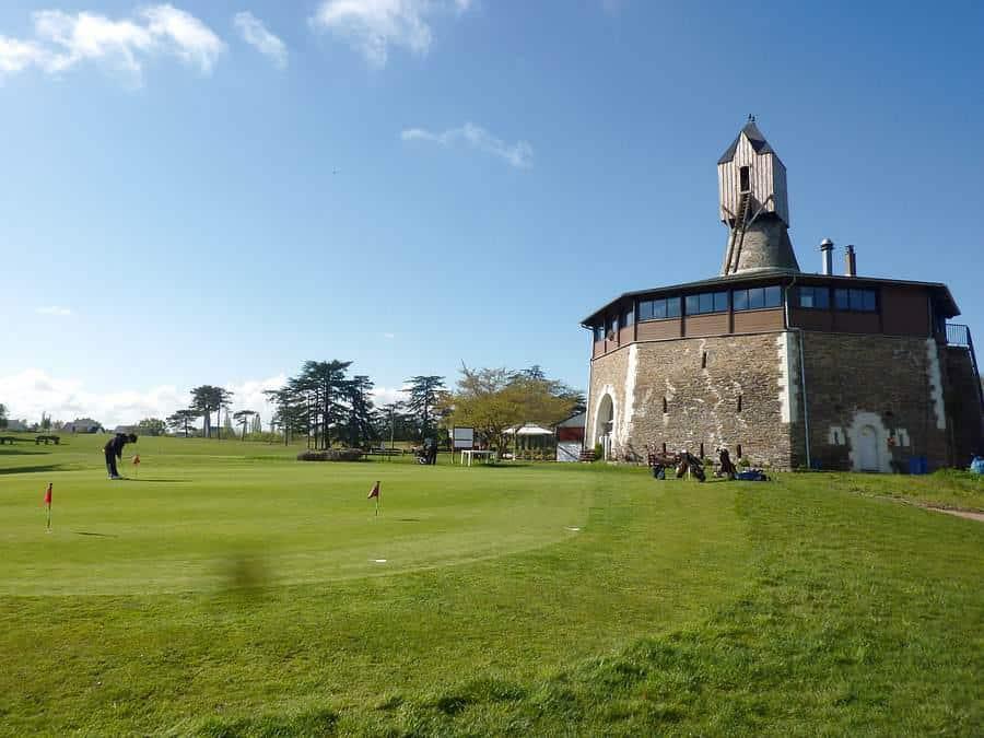 ClubHouse implanté dans un moulin -Restaurant Golf Angers