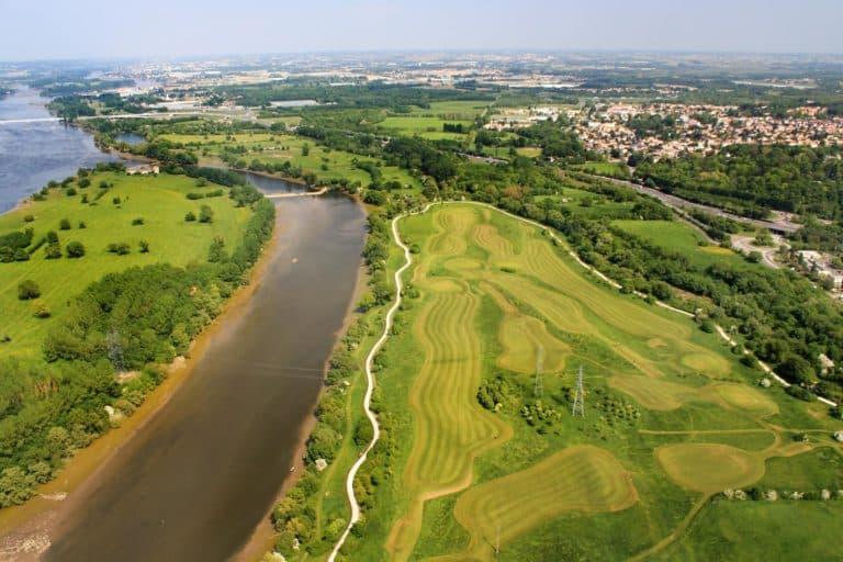 GOLF DE SAINT-SÉBASTIEN-SUR-LOIRE Parcours de golf en Pays de la loire vue aerienne