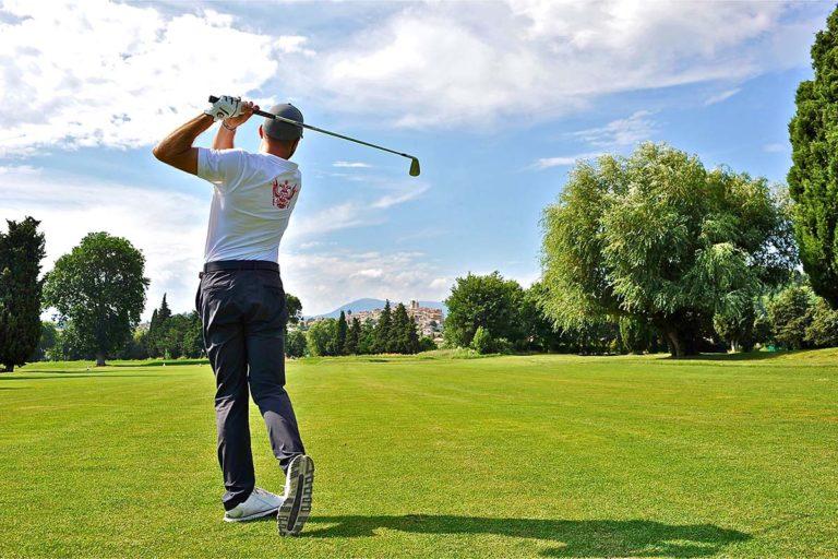 Golf-de-Biot- Golfeur Drive 18 trous Provence
