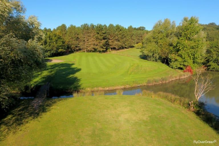 Golf de Saumur Beau parcours de golf En Pays de la loire green eau arbres automne depart