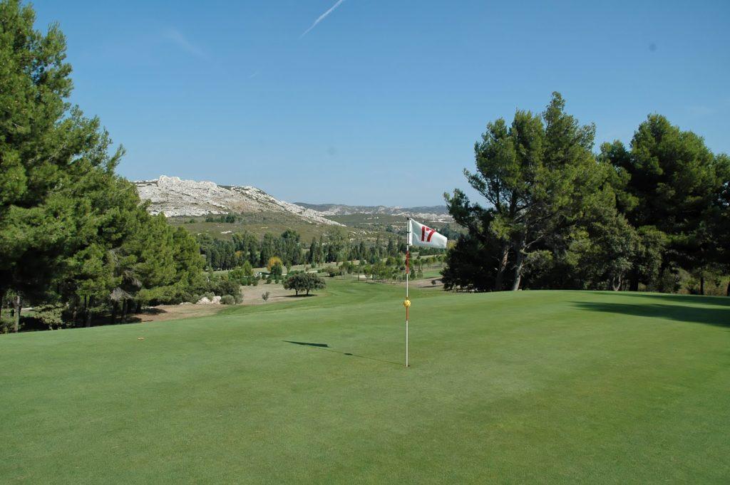 Golf-de-Servannes-Provence-Parcours-de-golf-et-maisons--1024x681