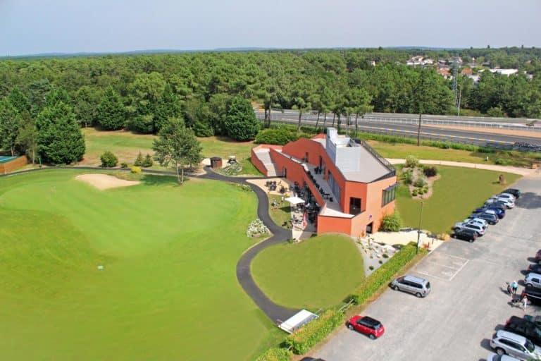 Golf des 24 Heures Le Mans Club house green du 18 Parking