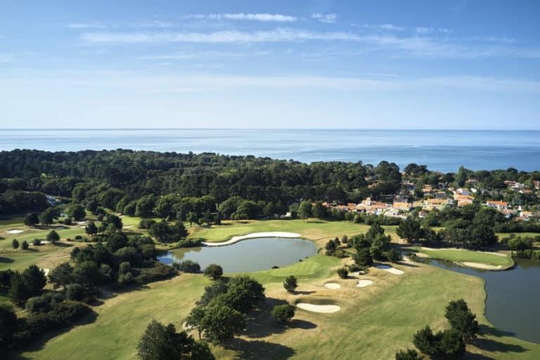 bluegreen golf pornic- Golf course ocean view green fairway bunker