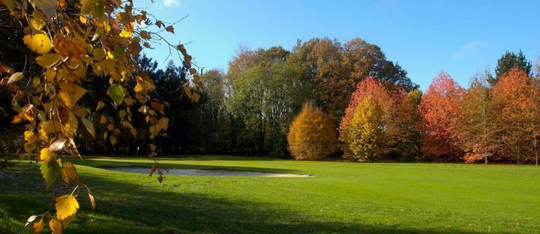 golf-blue-green-nantes-erdre couleurs de l'automne arbres orange ocre beau parcours