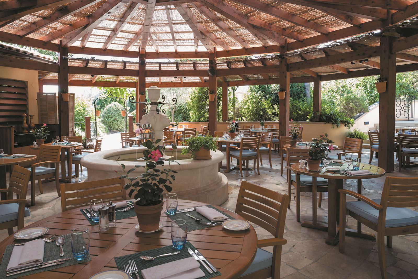 tousco-restaurant-terre-blanche-hotel