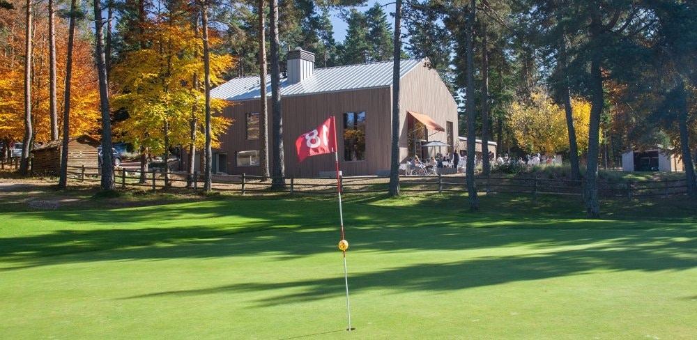 Club-House-Golf-du-Chambon-sur-Lignon_reference