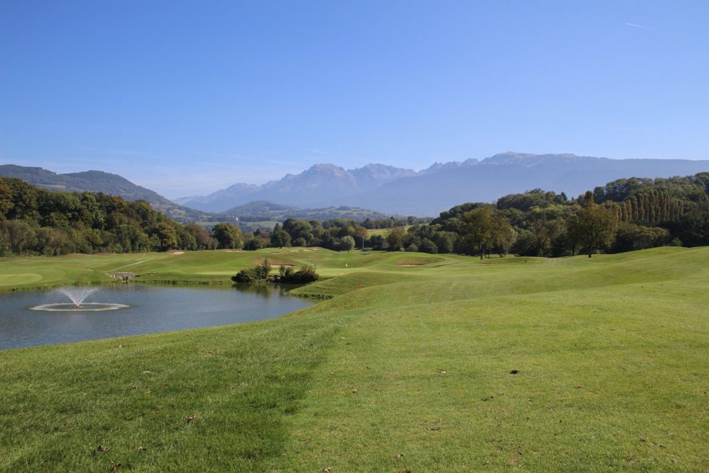 Golf international de Bresson grenoble lac, bois, collines et ruisseaux