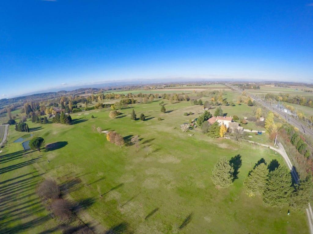 Hauteur du golf Du Bourget golfeurs ciel bleu