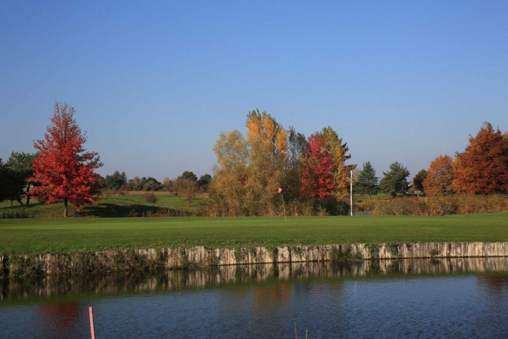 Parcours de golf du Beaujolais Green Arbres golfeurs