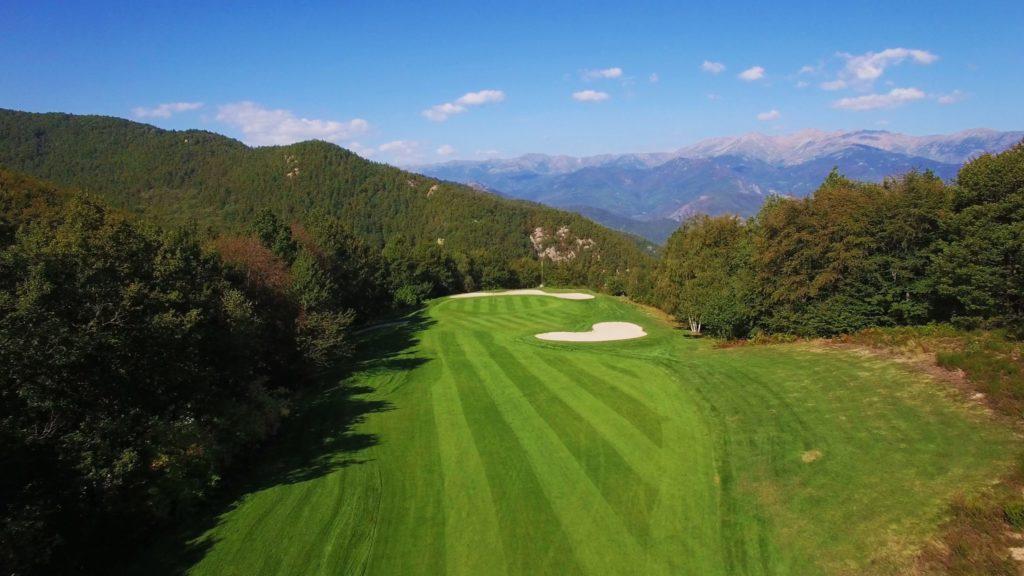 Vue aérienne du parcours golf Falgos Pyrénées Orientales