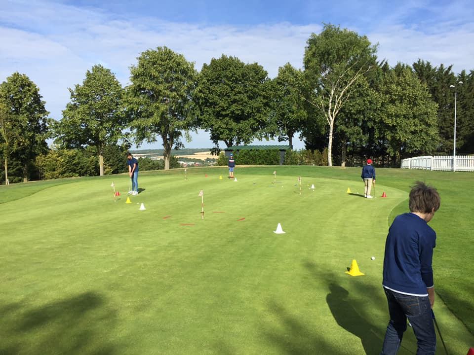 Cours de golf junior putting green