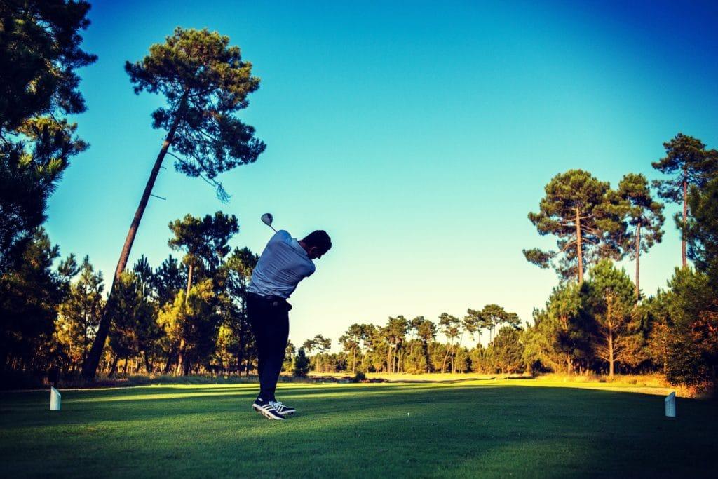 swing de golf golfeur