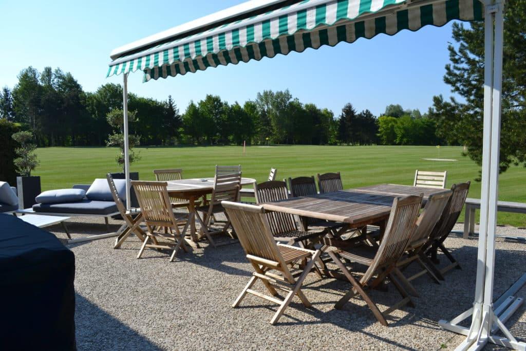 terrasse du restaurant Menneville vue golf