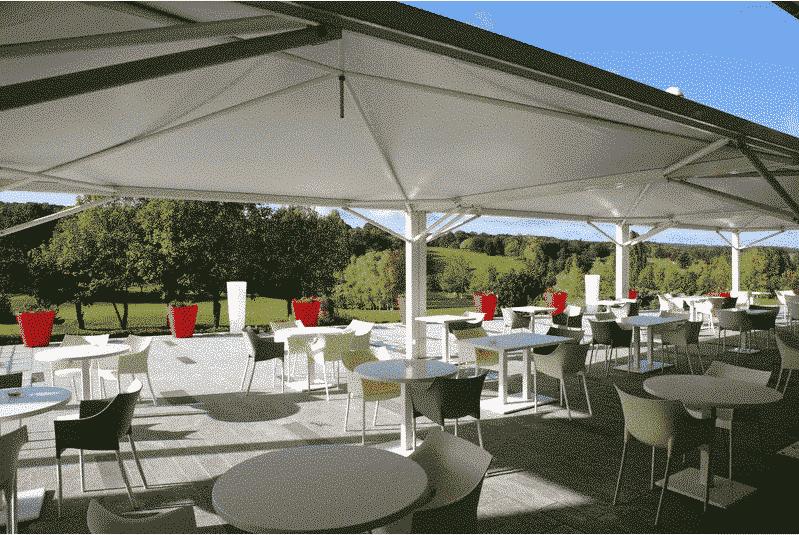terrasse vue sur le golf restaurant golf de Bellefontaine