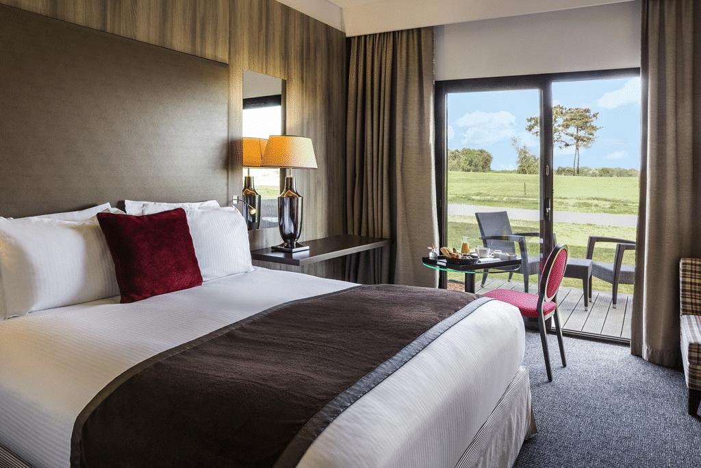Chambre-Hotel-vue-golf-vacances-golf