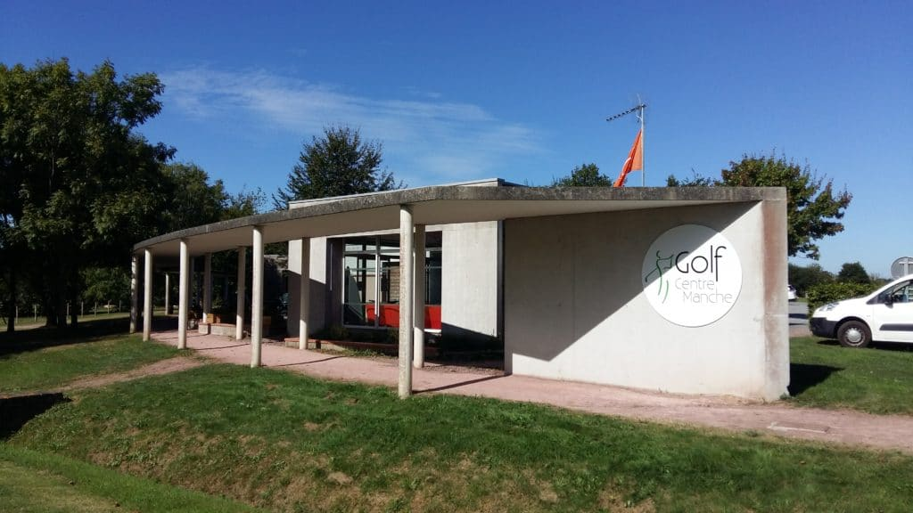 Club-house-Golf-Centre-Manche-bar-location-voiturette