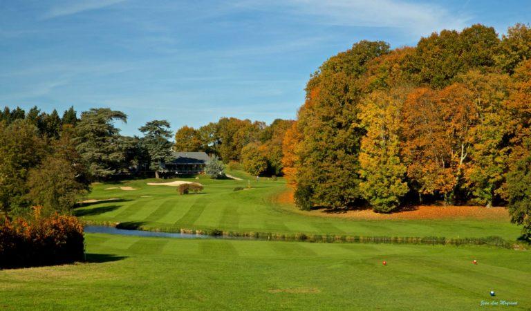 Golf De Tours Ardrée Trou 18 vers Club-House par 4
