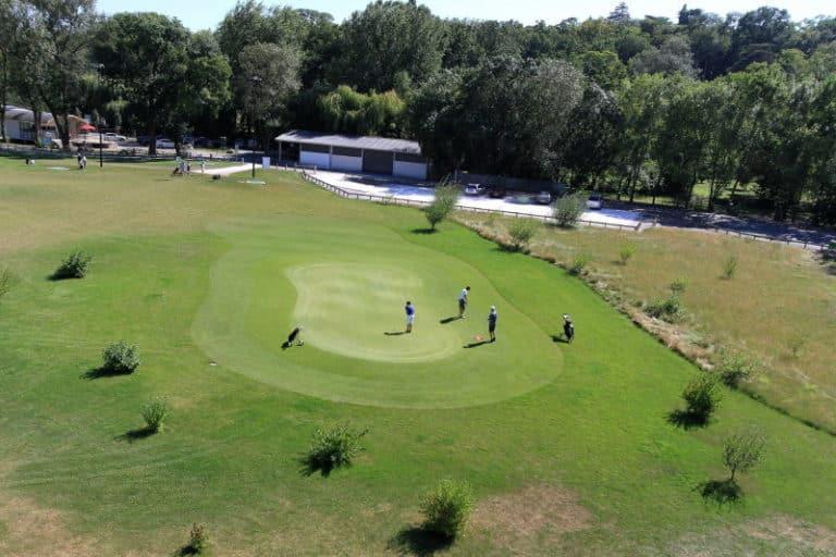 Golf-de-La-Gloriette-golfeurs-putting-green-clubs-de-golf