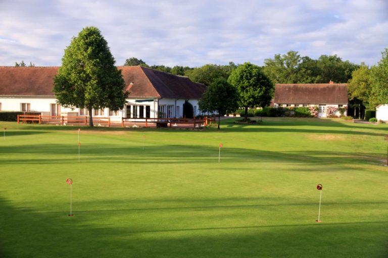 Golf de Sully sur Loire Club-House Putting green