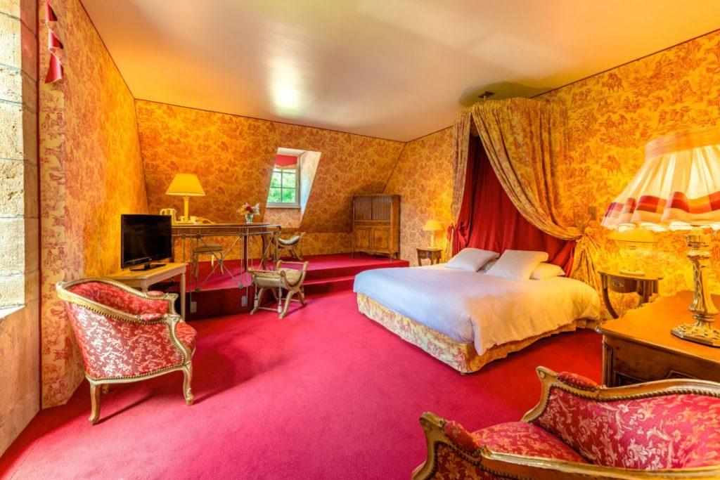 Hôtel du Domaine de Bournel Château du XVIIIème siècle Chambres lit Tv Vue golf parcours 18 trous
