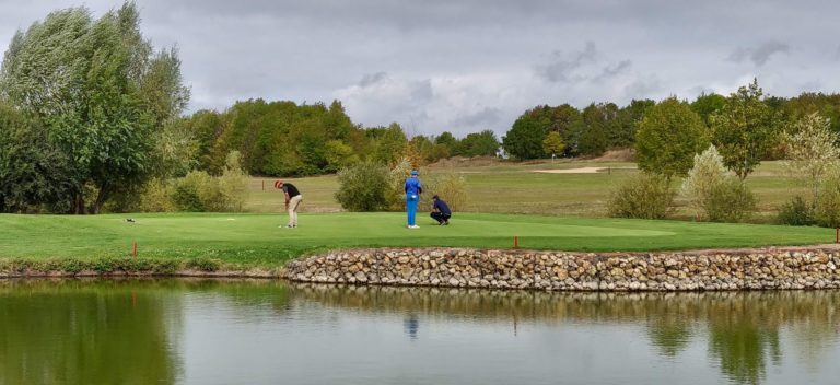 UGOLF (Garden Golf de Bourges) Golfeurs green en Île