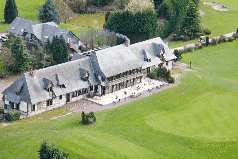 Vue-aérienne-du-club-house Golf Deauville Saint-Gatien