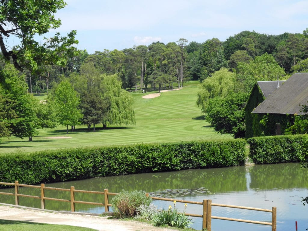 fairwway-green-lac-eau-obstacle-golf-de-Touraine