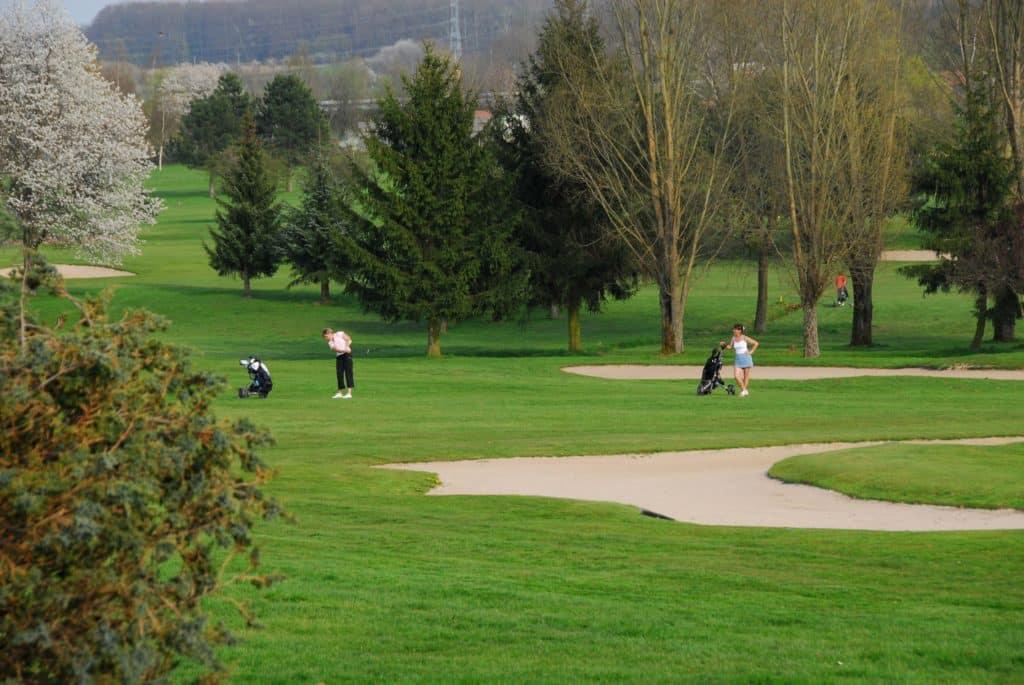 golfeurs-swing-fairway-green-bunker-GOLF-DES-IMAGES-DEPINAL