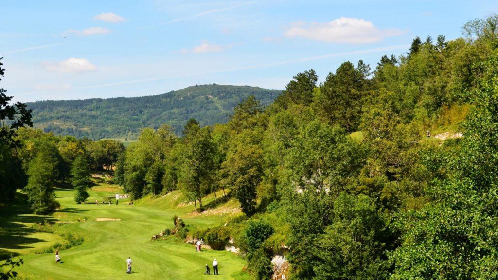 golfeurs trou 7 Golf de la Chassagne Montagne