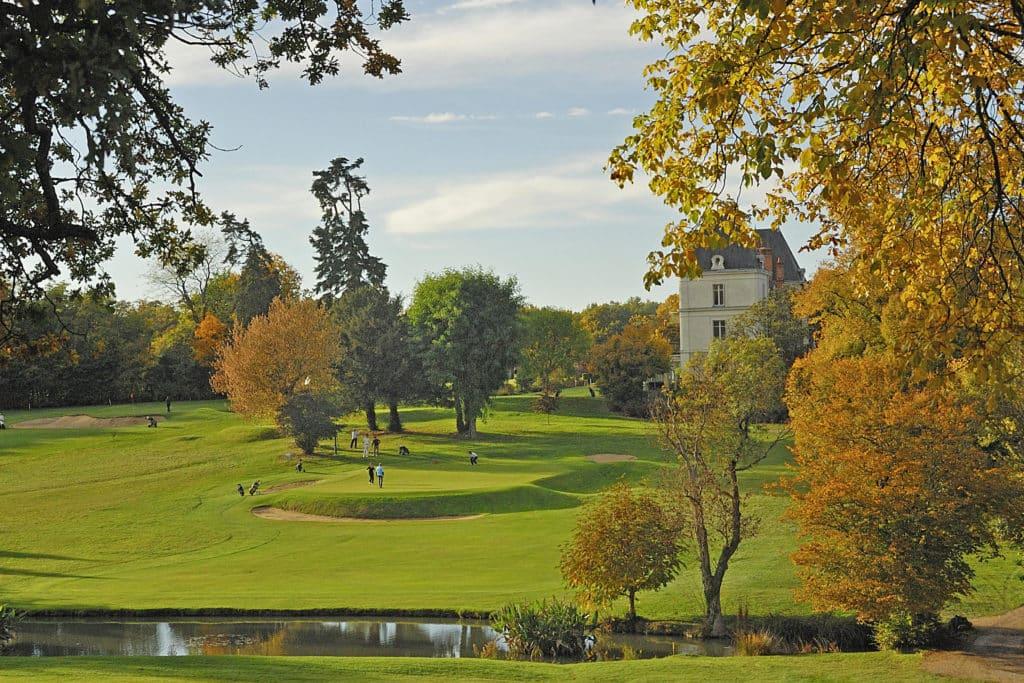 parcours-en-automne-bois-arbres-golfeurs-végétation-Touraine