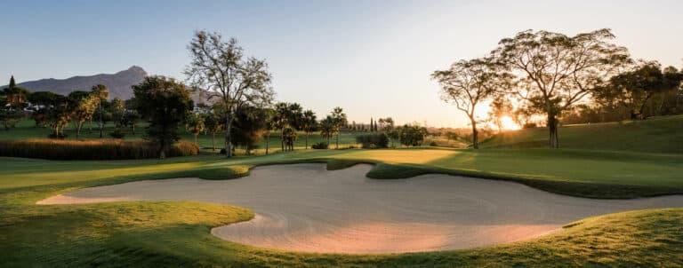 Aloha Golf Club – Marbella Vue montagne parcours de golf 18 trous tournoi pga Espagne