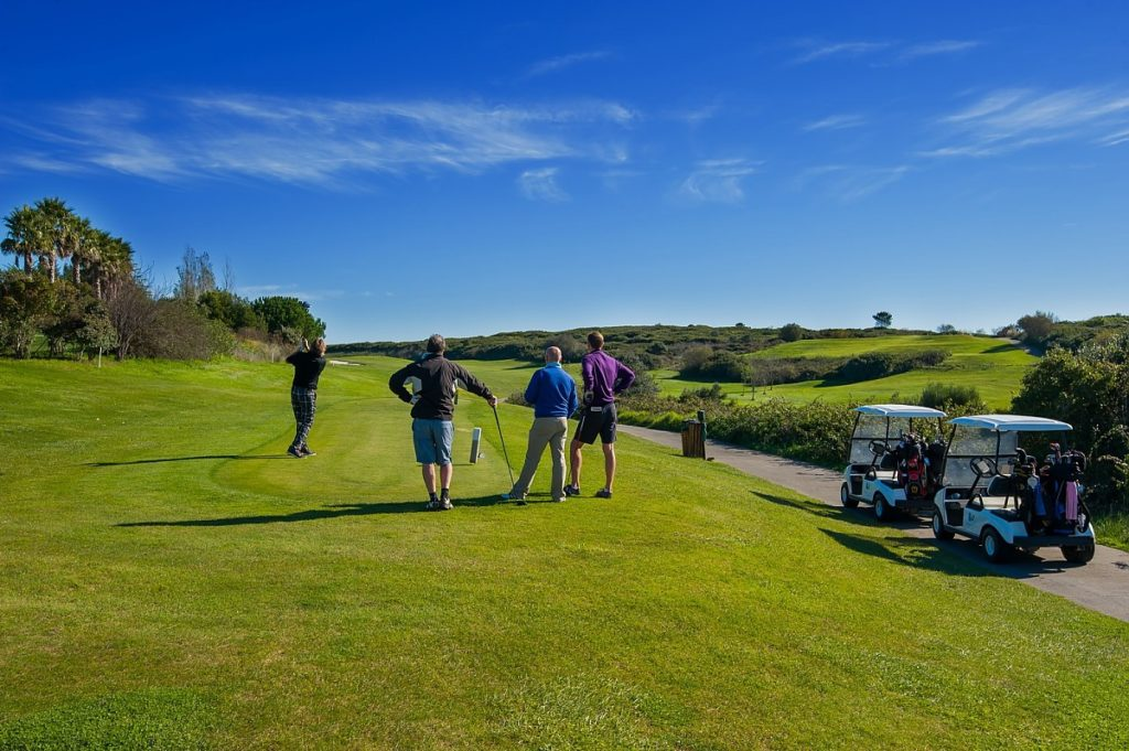 BELAS, LISBON, PORTUGAL Belas Golf Course Golfeurs voiturette