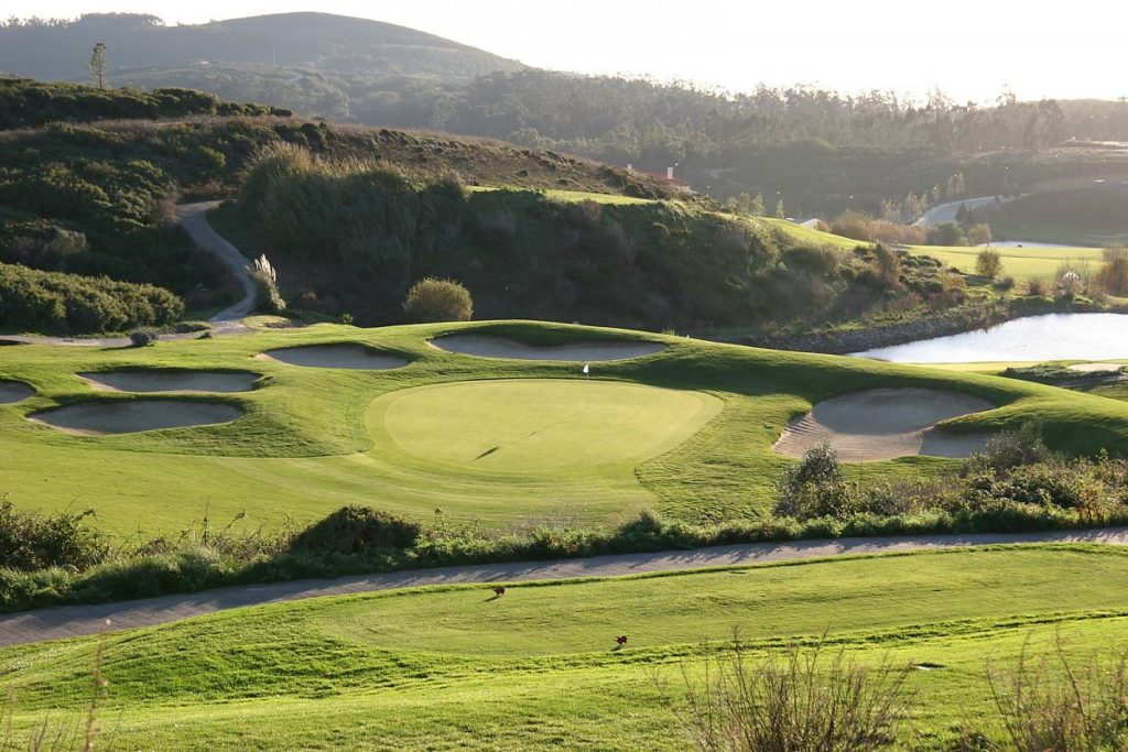 BELAS, LISBON, PORTUGAL Belas Golf Course Green firway bunker jouer golf