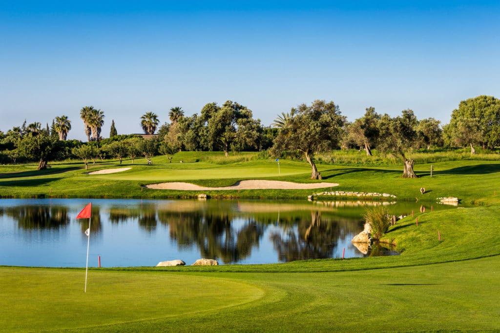 Golf Quinta da Ria Vila Nova de Cacela, Portugal Algarve Palmier fairway bunker green ciel bleu soleil