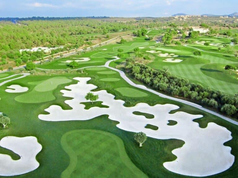 Golf Son Gual Mallorca Vue aerienne du parcours nombreux bunker