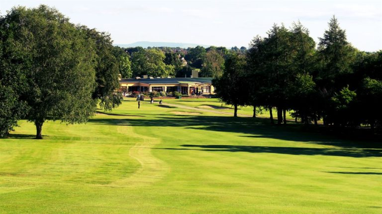 Carlow Golf Club Club-House green du 18