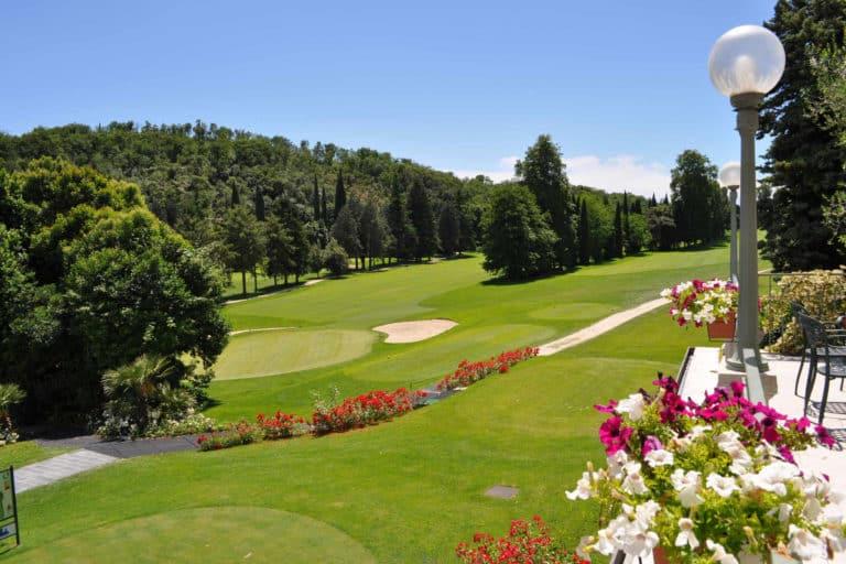 Golf Bogliaco green du 18 club house