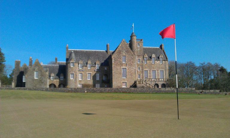 Rowallan Castle Golf Club Clubhouse green du 18