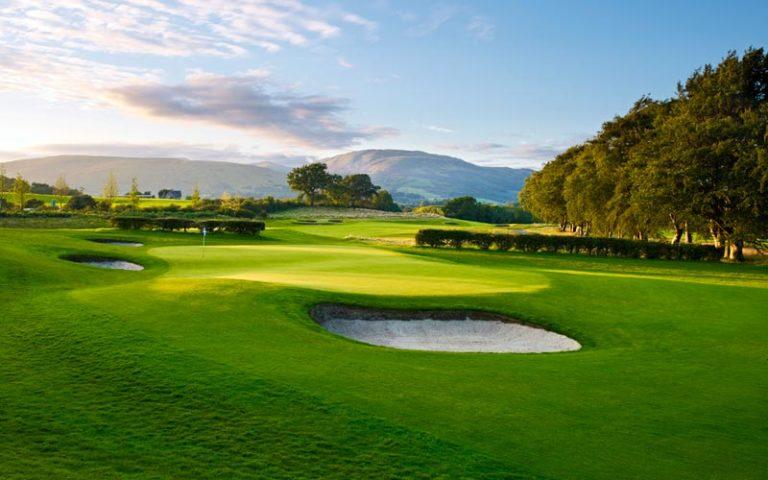 The Carrick Golf Course 18 trous green fairway bunker