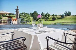Château des Vigiers terrasse restaurant gastronomique vue parcours de golf