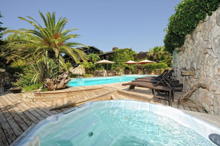 Piscine palmier A Cheda Hotel Bonifacio Corse proche Golf