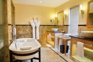 Terre Blanche Hotel Spa Golf Resort Salle de bain douche baignoire