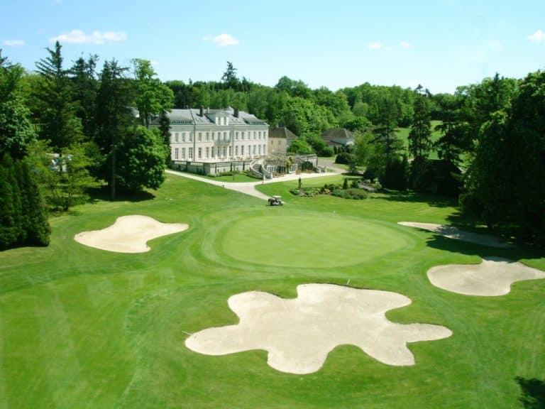 domaine de vaugouard Golf green 18 clubhouse