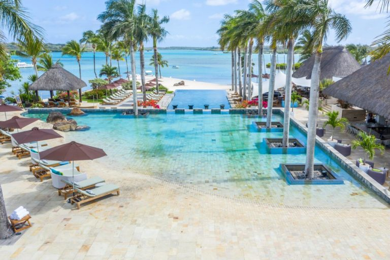 Four Seasons Resort Mauritius at Anahita Piscine palmier voyage golf