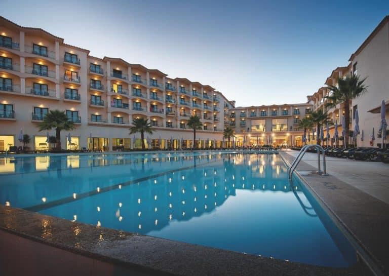 Vila Gale Santa Cruz coucher de soleil vue piscine