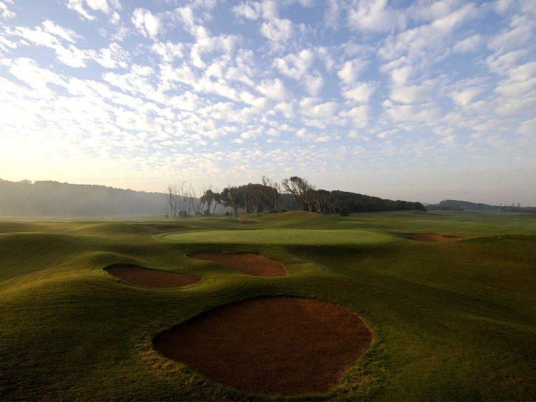 El Jadida Royal Golf Bunker ciel bleu green drapeau jouer golf