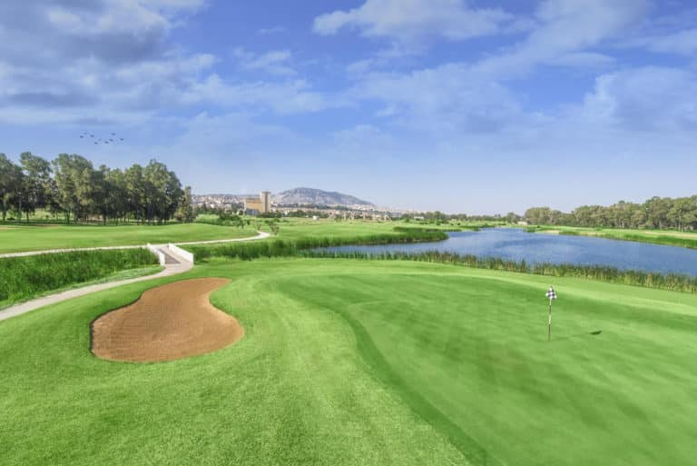 Oued Fes Golf Resort greeen fairway bunker obstacle eau drapeau arbres montagnes